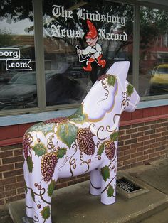 Swedish horse in Lindsborg, KS ~ Here's an opportunity for you to do some traveling.  You could have your picture taken with this one, too!