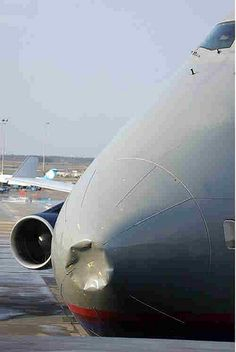 Boeing 747 - Nose dent