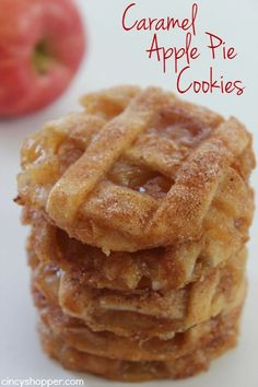 Pastry crust, warm gooey caramel an… Caramel Apple Pie Cookies -Easy fall cookie. Pastry crust, warm gooey caramel and apples make them delish. Apple Desserts, Fall Desserts, Just Desserts, Delicious Desserts, Dessert Recipes, Delicious Dishes, Desserts Caramel, Delicious Cookies, Thanksgiving Desserts