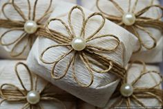 The details that delight.Oficial – Experiences for a Successful Marriage Paper Flowers Craft, Flower Crafts, Rope Crafts, Crafts To Make, Burlap Flowers, Fabric Flowers, Wedding Cake Boxes, Bridesmaid Presents, First Communion Favors