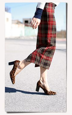 Tartan skirt goes well with leopard print shoes.