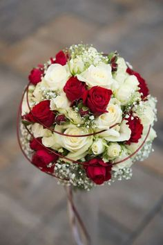 Creme – Rot … – Pinspace - New Sites Small Wedding Bouquets, Rose Wedding Bouquet, Bride Bouquets, Bridal Flowers, Floral Bouquets, Bridesmaid Bouquet, Red Wedding, Floral Wedding, Wedding Ideas