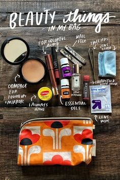 Beauty Things in my Bag - My Bag Ideas School Bag Essentials, Purse Essentials, Purse Necessities, What's In My Backpack, Backpack For Teens, Whats In My Makeup Bag, Inside My Bag, What In My Bag, What's In Your Bag