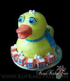 https://flic.kr/p/aogQgh | giant 3D rubber ducky cake