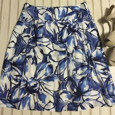 """Banana Republic// floral abstract print skirt Very soft and lightweight, perfect for summer!!  70% cotton 30% silk and fully lined.  Wide waistband with hidden zipper in back.  Subtle pleats on sides.  22.5"""" length 15.5"""" waist. Banana Republic Skirts A-Line or Full"""