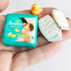 miniature dolls Tiny diapers for when the Barbie Babies need to be changed. Miniature Crafts, Miniature Food, Miniature Dolls, Doll Crafts, Diy Doll, Cute Crafts, Baby Barbie, Barbie Dolls, Barbie Miniatures