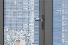 Hoe handig is het om je achterdeur te voorzien van Zonwering in islotieglas. Hygienisch en makkelijk schoon te maken deuren, ruimte besparend!