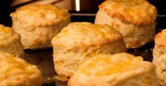 Egyszerű és gyors sajtos pogácsa recept | Femcafe