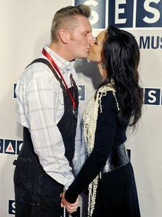 Rory Feek kisses his wife, Joey Martin Feek, on the