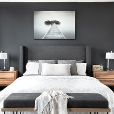 Charcoal gray in the bedroom - I decorate Charcoal gray in the bedroom – I de. King Bedroom, Gray Bedroom, Bedroom Colors, Home Decor Bedroom, Modern Bedroom, Bedroom Wall, Bedroom Furniture, Master Bedroom, Minimalist Bedroom