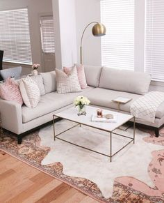 Blushing hues and bronzed edges, opt for swoon-worthy shades for your couch hangs style a la Pin by Samantha Jarvis on dream home in 2019 Where To Buy Plastic Carpet Runners With a super plush gray/white carpet home decor living room Living Room Carpet, Home Living Room, Living Room Decor, Dining Room, Bedroom Decor, Living Room Inspiration, Home Decor Inspiration, Decor Ideas, Tv Decor
