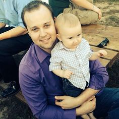 Josh Duggar might be returning to reality TV. The disgraced Counting On star has been slowly easing his way back into the Duggar family circle, Three Kids, 4 Kids, Celebrity Gossip, Celebrity News, Josh Duggar, Duggar Family Blog, Dugger Family, Bates Family, 19 Kids And Counting