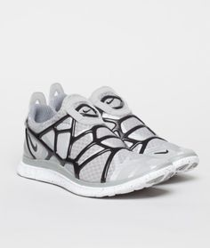 The Nike Free Alt Closure Run sits on a Free 4.0 sole. Featuring a full mesh upper for breathability, gel webbing, and a slip-on style fit.