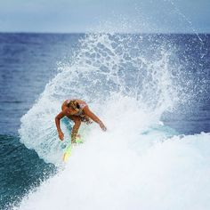 @elliejeancoffey delivering tons of spray #surf #surfer #girlsurfnetwork…