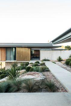 Sustainable Building Design, Pavement Design, Modern Tropical House, Casa Cook, Australian Native Garden, Front Gate Design, Cottage Exterior, Backyard Garden Design, Facade House