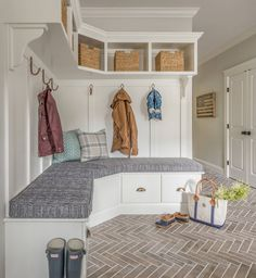 50 Farmhouse Mudroom Bench Decorating Ideas January Leave a Comment Your home can reflect farmhouse personality the moment guests step through the door. The simple and elegant design leaves a whole world of possibilities to customize i Mudroom Laundry Room, Laundry Room Design, Laundry Area, Corner Hall Tree, Corner Bench, Corner Space, Small Room Decor, Brick Flooring, Brick Tiles