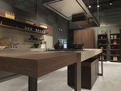Gorgeous modern kitchen with a hint of Craftsman style Modern Italian Kitchen Designs: Pedini at Eurocucina 2014 Voor meer keukens kijk ook eens op http://www.wonenonline.nl/keukens/