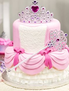 For royal sweethearts who won't leave home without their wand in hand, they'll love this two-tier number.