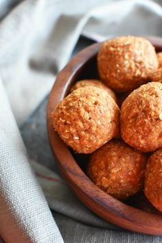 No Bake Pumpkin balls- The perfect dog or human treats. These pumpkin ball dog treats are no bake and are ideal for your pet.or kid! Puppy Treats, Diy Dog Treats, Puppy Food, Homemade Dog Treats, Healthy Dog Treats, No Bake Dog Treats, Pet Food, Dog Biscuit Recipes, Dog Treat Recipes