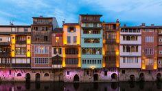 A Castres, les maisons sur l'Agout composent un quartier coloré que l'on surnomme également «la petite Venise».