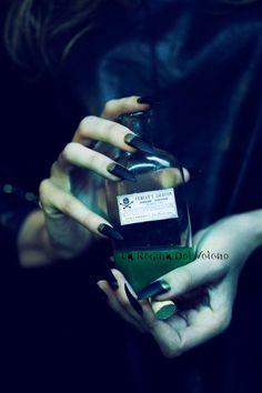 LA REGINA DEL VELENO: Ti indicherò un filtro amoroso senza veleni, senza...
