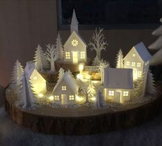 99 Perfect White Christmas Decoration Ideas - - Happy Christmas - Noel 2020 ideas-Happy New Year-Christmas 50 Diy Christmas Decorations, Diy Christmas Village, Christmas Villages, Noel Christmas, Christmas Fashion, Christmas Projects, Winter Christmas, Holiday Crafts, Christmas Ornaments