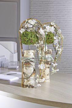 Pin by Ludmila on Ikebana Design Floral, Deco Floral, Arte Floral, Easter Flower Arrangements, Floral Arrangements, Flower Show, Flower Art, Decoration Communion, Flower Decorations
