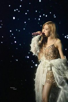 Interscope Record posted new photos of Jisoo and Rosé from BLACKPINK 2019 World Tour at The Forum, Los Angeles. Kpop Girl Groups, Korean Girl Groups, Kpop Girls, Rose Photos, Blackpink Photos, K Pop, Black Pink Kpop, Jennie Lisa, Blackpink Lisa