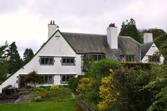 A Voysey house on Lake Windermere. Arts And Crafts House, Home Crafts, White House Architecture, Vernacular Architecture, New Urbanism, European Style Homes, Stucco Homes, Architectural Features, Architectural Prints