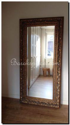 Spiegels en bloemen passen altijd goed bij elkaar, Mooie grote ...