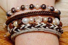 Kleine Sammlung von Armbändern aus Pferdehaar und Perlen!