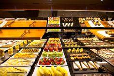 Desayuno Buffet Eat the pain away Memorial Day Sales, Food Items, Eat, Retail, Google, Santa Cruz, Spanish Food, Bon Appetit, Restaurants