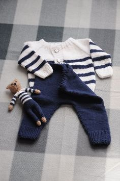 19 ideas knitting baby boy sweets for 2019 Baby Boy Knitting, Knitting For Kids, Baby Knitting Patterns, Baby Patterns, Cardigan Bebe, Baby Cardigan, Baby Outfits, Kids Outfits, Pull Bebe