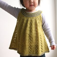 Fiona's Top by Sanne Bjerregaard. Sweet and practical all at the same time. So many great colour combinations too.