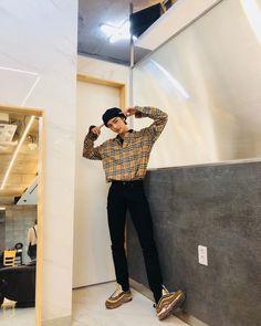 ꒰ 𝐇𝐘𝐔𝐍𝐉𝐈𝐍 ꒱ — ☾ — A short thread of: A Perfect Boyfriend Material . Kpop Fashion, Korean Fashion, Mens Fashion, Korean Airport Fashion, Kids Boy, Perfect Boyfriend, Kpop Outfits, Boyfriend Material, Lee Min Ho
