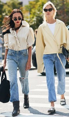 Update your fall denim selection with the jeans everyone in New York is wearing. Shop the popular denim style inside. Denim Street Style, Nyfw Street Style, Street Style Trends, Jean Outfits, Fall Outfits, Blue Jeans, Jacket Outfit, Denim Outfit, Nyc Girl