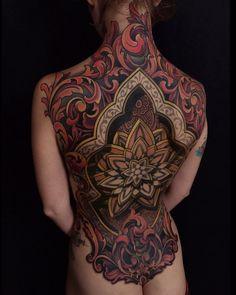 Mandala full back tattoo - The Viral Monster - Viral Funny Pictures & Viral Videos Full Back Tattoos, Full Body Tattoo, Back Tattoo Women, Body Art Tattoos, Tribal Tattoos, Girl Tattoos, Tattoos For Women, Tatoos, Neotraditional Tattoo