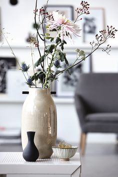 Vases of various shapes and sizes is a hot trend. More leaves is also comming for your decor with vases.