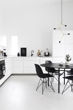 To improve the interior of your home, you may want to consider doing a kitchen remodeling project. This is the room in your home where the family tends to spend the most time together. If you have not upgraded your kitchen since you purchased the home,. Modern Lighting Design, Modern Interior Design, Interior Design Kitchen, Simple Kitchen Design, Minimal Kitchen, Minimal Home, Black And White Furniture, Home Decor Kitchen, Kitchen Ideas