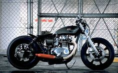 Yamaha XS650 Bobber Balle by An-Bu Custom Motors #bobber #motorcycles #motos | caferacerpasion.com