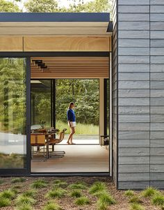 A Family Retreat in the Hamptons Bridles Wind, Water, and Light - Dwell