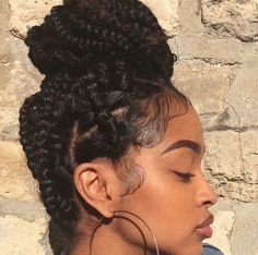 How to style the box braids? Tucked in a low or high ponytail, in a tight or blurry bun, or in a semi-tail, the box braids can be styled in many different ways. Box Braids Hairstyles, Pretty Hairstyles, Girl Hairstyles, Choppy Hairstyles, Hairstyle Braid, Hair Updo, Hairstyles 2016, Protective Hairstyles, Large Box Braids