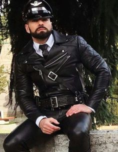 Leather Fashion, Leather Men, Mens Fashion, Leather Trousers, Leather Jacket, Tom Of Finland, Leder Outfits, Hot Guys, Erotic
