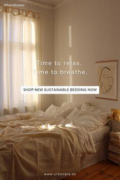 Lesen Sie jetzt das Interview und lassen Sie sich von Franzis Liebe zu Leinen inspirieren. Gestalten Sie ein stimmungsvolles, ruhiges Schlafzimmer mit natürlichen Farben. Entdecken Sie handverlesene Heimtextilien und Wohnaccessoires in höchster Qualität im Online Shop von URBANARA. Natural Bedroom, Shops, Soft Blankets, Linen Bedding, Relax, Pillows, Furniture, Home Decor, Tranquil Bedroom