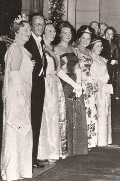 Queen Juliana of Netherland with spouse, Prince Bernhard and daughters, Princess Beatrix, Irene, Margriet and Maria Cristina