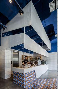 Imagen 1 de 9 de la galería de Cafe Paras / The Swimming Pool Studio. Fotografía de Peter Dixie