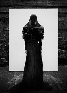 Glamorous Gothic Couture : ludivine poiblanc