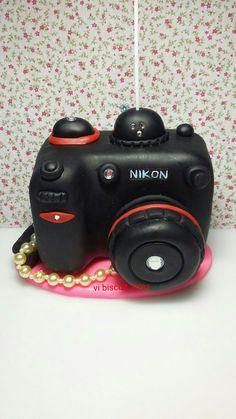 máquina fotográfica feita em porcelana fria. (biscuit )