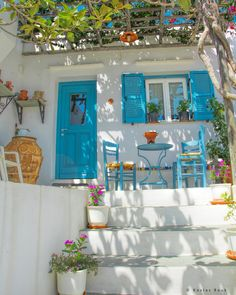 Kostas bouk sanoo issa a sifnian courtyard full with colorful flowers emerging the villages aesthetics always ready to welcome you and offer moments of peace courtyard garden in york england Future House, My House, Outdoor Spaces, Outdoor Living, Greece House, Greek Decor, Beautiful Homes, Beautiful Places, Beautiful Pictures