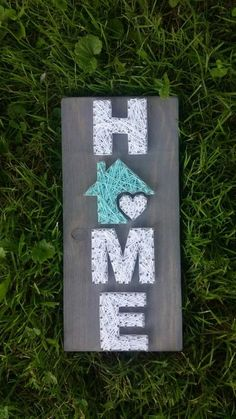Small Home String Art, Home is where the heart is, home decor, home sign, custom decor Petite maison String Art Zuhause ist wo das Herz ist … String Art Diy, Diy Cadeau Noel, Wood Nails, String Art Patterns, Art Template, Diy Signs, Wood Signs, Home And Deco, Handmade Home Decor